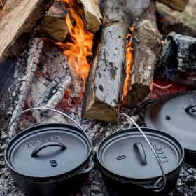 Lodge Cast Iron Camp Dutch Oven 8 Inch (2 Quart)