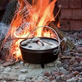 Lodge Cast Iron Camp Dutch Oven 10 Inch (4 Quart)